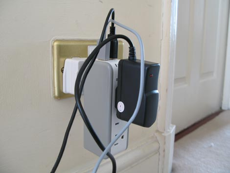 Belkin Mini Surge Protector - Cabled